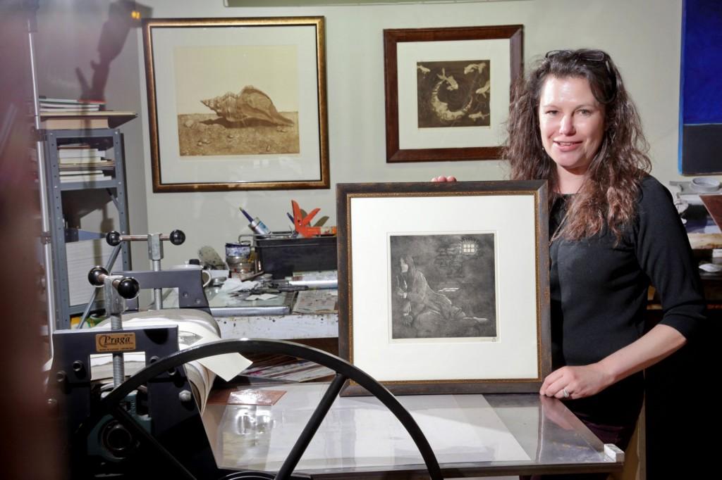 Elizabeth Andrews and her etching press Elizabeth Andrews