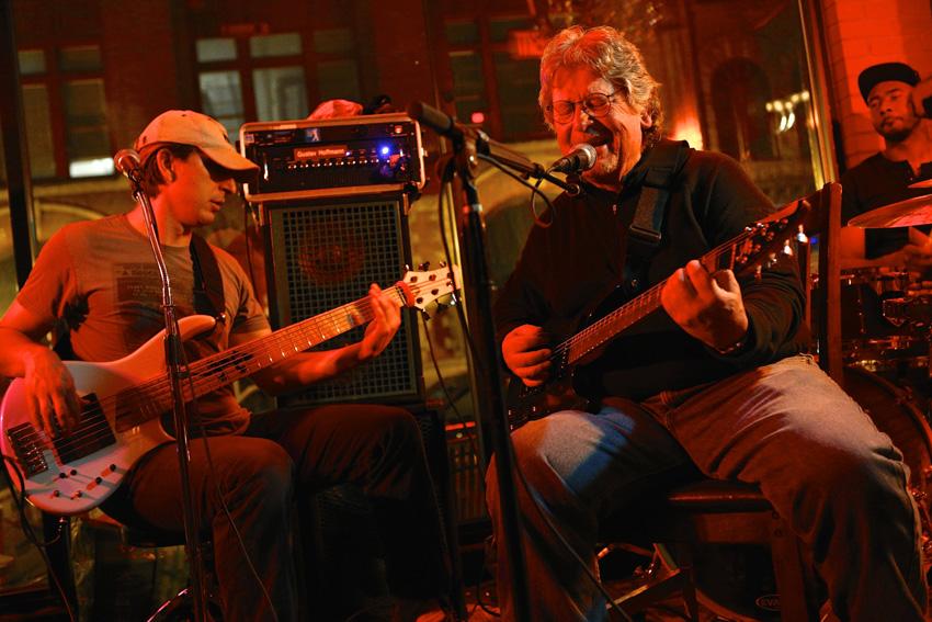 Mark Hoffmann and his son, Gustav, perform at Al's. Michael Davis Photo | Syracuse New Times